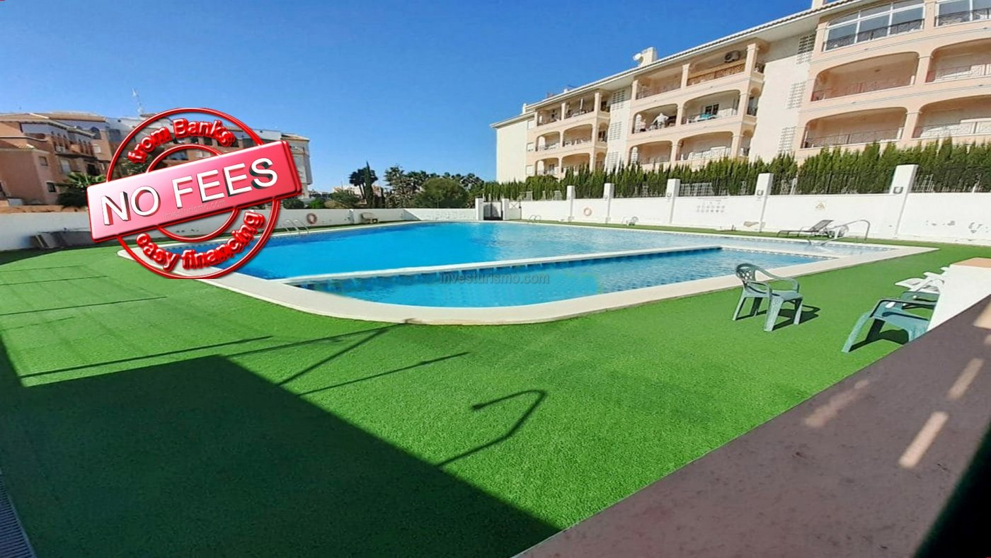 House for sale in an urbanization with swimming pool in Orihuela Costa, province of Alicante