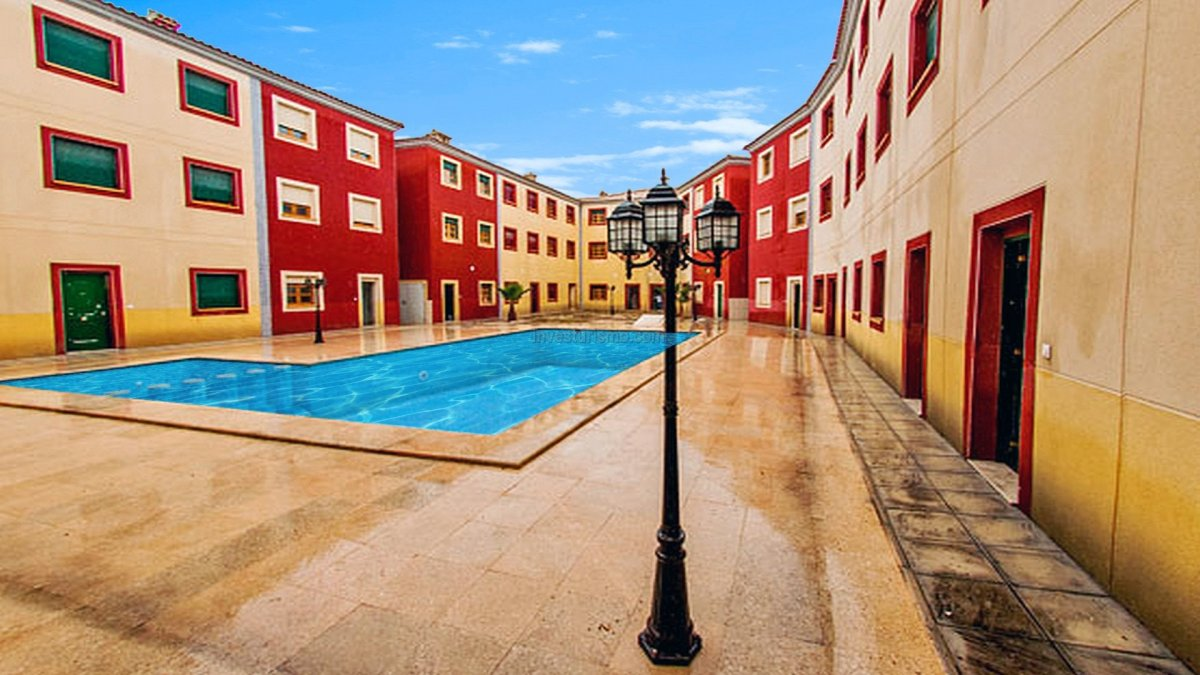 Brand new terraced houses on 3 floors with 3 or 5 bedrooms and 3 bathrooms in San Isidro