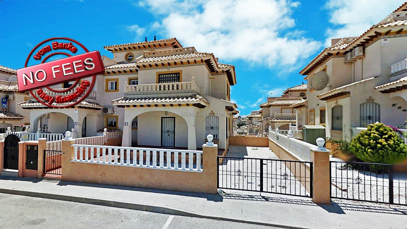 Amazing Quad with communal pool in a residential area of Orihuela Costa