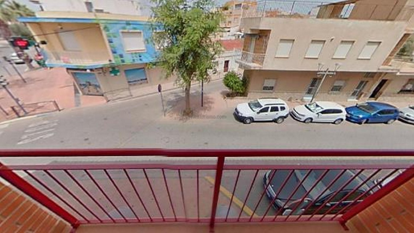 Apartment with a large living room in Los Alcázares
