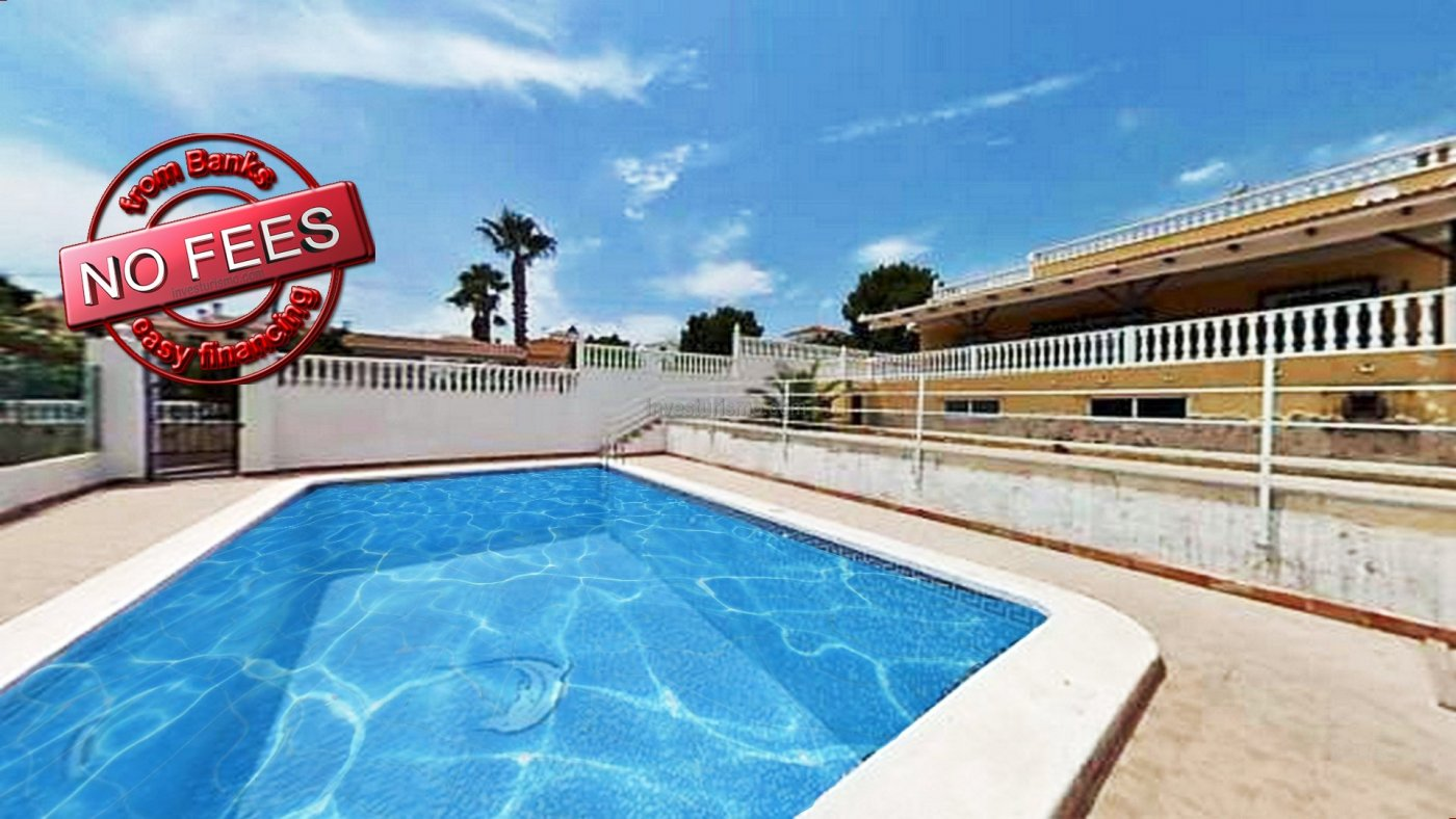 Detached villa with private gardens, garage and pool in Orihuela Costa