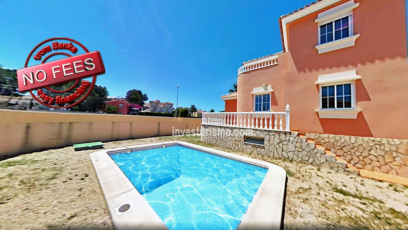 Detached villa with private pool and basement in Orihuela Costa