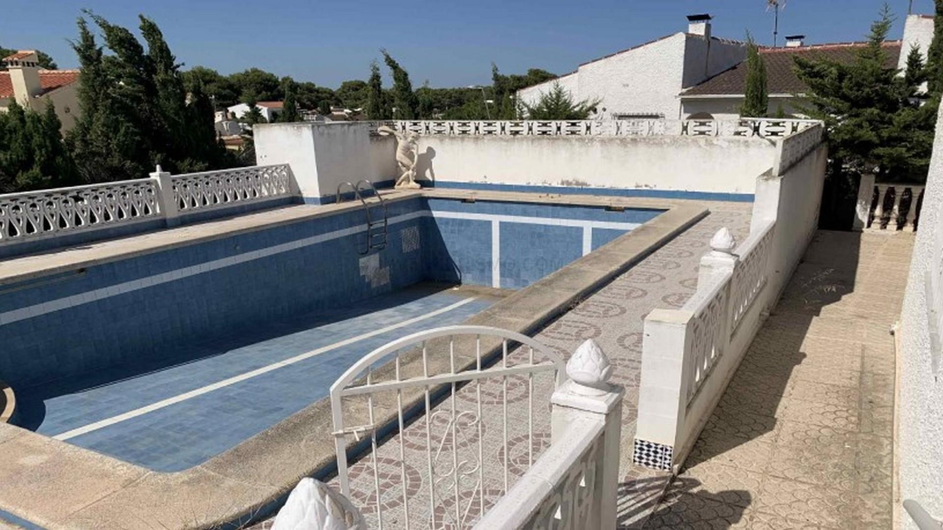 Villa 5 bedrooms 3 bathrooms in Torrevieja
