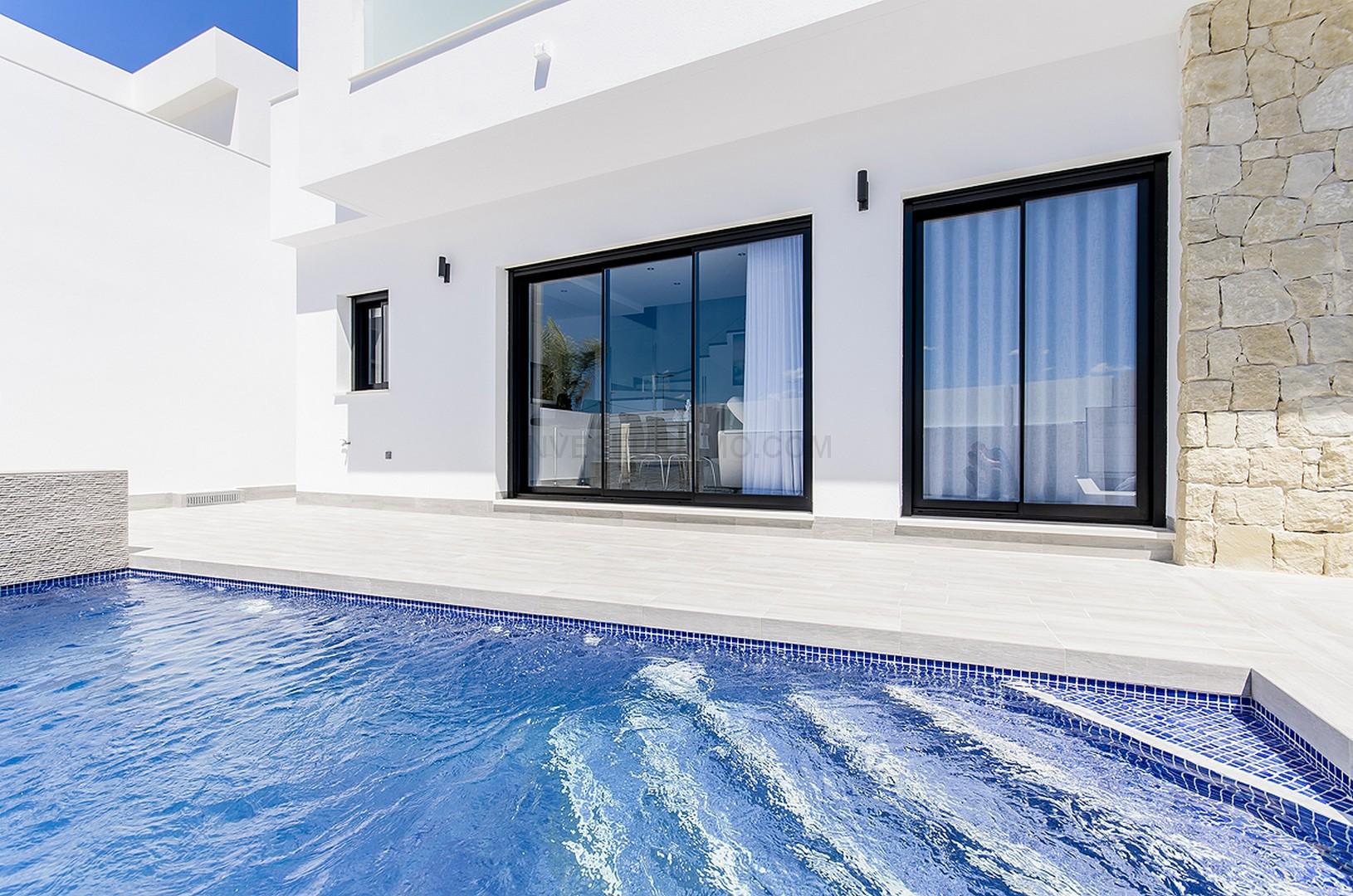 New build villas 3 bedrooms 2 bathrooms in Los Montesinos
