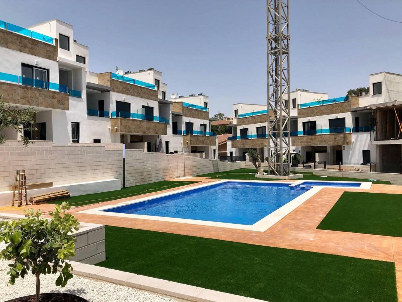 New build townhouse 3 bedrooms 3 bathrooms in Bigastro